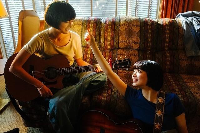 小松菜奈&門脇麦、ギターデュオでメジャーデビュー!MVは「Lemon」「マリーゴールド」監督が制作