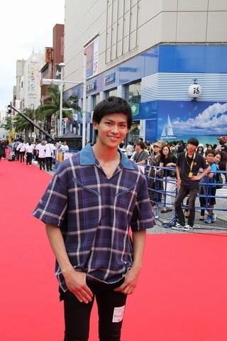沖縄出身の俳優・嘉島陸、レッドカーペットで誓う大いなる飛躍