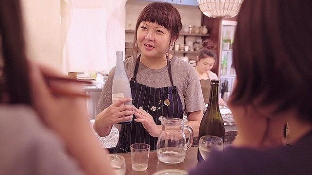 日本酒バーのカリスマ店長・千葉麻里絵さん