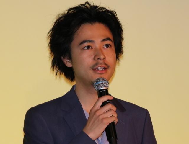 小松菜奈&門脇麦、渋谷のカラオケボックスでギターの共同練習 - 画像3