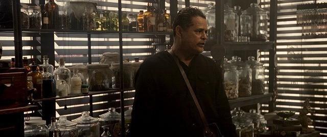 撮影中に不可解な出来事に襲われた 呪術師役のレイモンド・クルツ