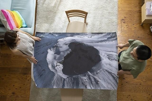 富士山の火口のポスターが物語のキーに