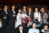 水谷豊、「轢き逃げ」で大役果たした主演2人に感謝の花束「本当によくやってくれた」