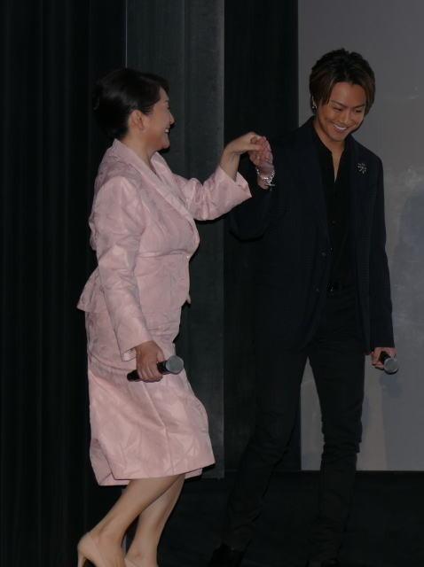 TAKAHIRO、母親演じた松坂慶子にカーネーション「これからもお母さんと呼ばせて」 - 画像2