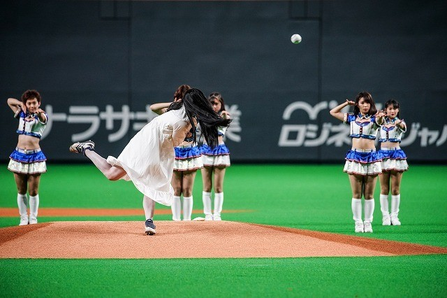 """貞子、98キロの""""呪い球""""披露! 3年ぶりの登板に札幌ドームが大盛り上がり"""