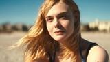 青ビキニ姿のエル・ファニングが美しすぎる…「ガルヴェストン」海水浴シーン披露