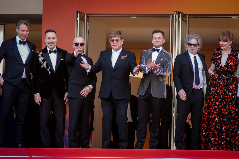 カンヌ映画祭「ロケットマン」お披露目 エルトン・ジョンがレッドカーペットに