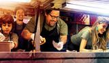 「シェフ 三ツ星フードトラック始めました」のジョン・ファブローと料理人ロイ・チェが再タッグ