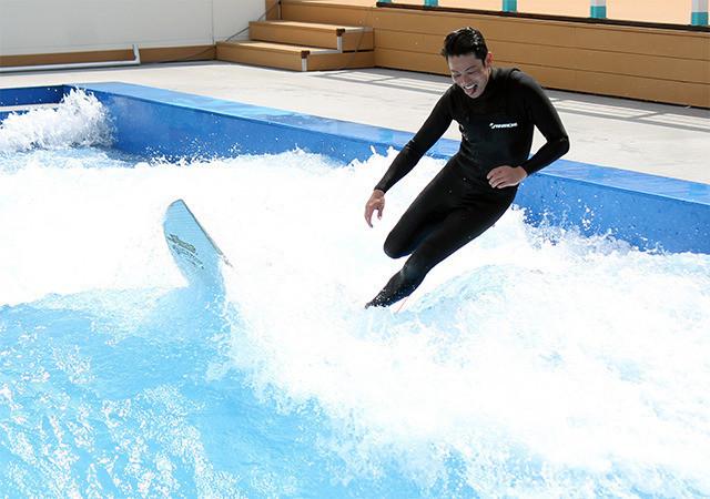 吉沢悠、サーフィン歴23年の腕前を披露「鍛えた背筋を見てほしい」 - 画像4