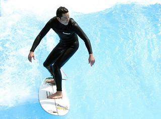 吉沢悠、サーフィン歴23年の腕前を披露「鍛えた背筋を見てほしい」