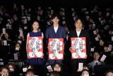 松坂桃李「居眠り磐音」大入り袋を手渡しファン歓喜!