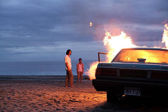 台湾で祈る豊川、踊る妻夫木、燃える車…「パラダイス・ネクスト」坂本龍一楽曲の詩情溢れるプロモ映像