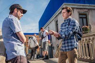 「スパイダーマン」最新作の撮影現場に潜入!トム・ホランドが新コスチュームについても言及