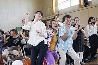 三吉彩花もムロツヨシも歌って踊る! 矢口史靖監督「ダンスウィズミー」予告完成