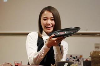 山本舞香「東京喰種」コラボカフェで目玉を試食!意外とおいしい?