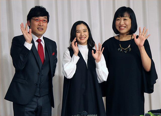 南キャン山ちゃん&蒼井優結婚会見、相方しずちゃん強烈パンチで祝福 - 画像7
