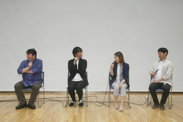 トークショーを盛り上げた本広克行監督、 森谷雄プロデューサー、志尾睦子氏、 川岡大次郎(左から)