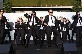 日本語吹き替え版主題歌を生披露した吉本坂46「メン・イン・ブラック インターナショナル」