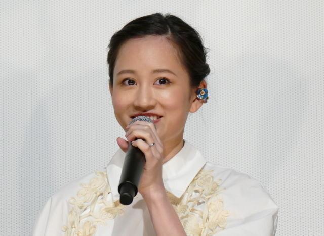 舞台挨拶に登壇した前田敦子