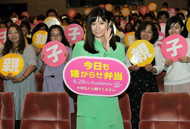 舞台挨拶に立った篠原涼子