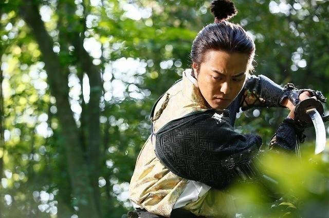 """""""ちょんまげ""""TAKAHIROの魅力満載! 命がけの嘘つき合戦描く「3人の信長」場面写真公開 - 画像2"""