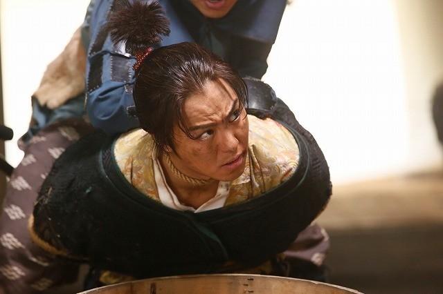 """""""ちょんまげ""""TAKAHIROの魅力満載! 命がけの嘘つき合戦描く「3人の信長」場面写真公開 - 画像1"""