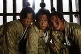 """""""ちょんまげ""""TAKAHIROの魅力満載! 命がけの嘘つき合戦描く「3人の信長」場面写真公開"""