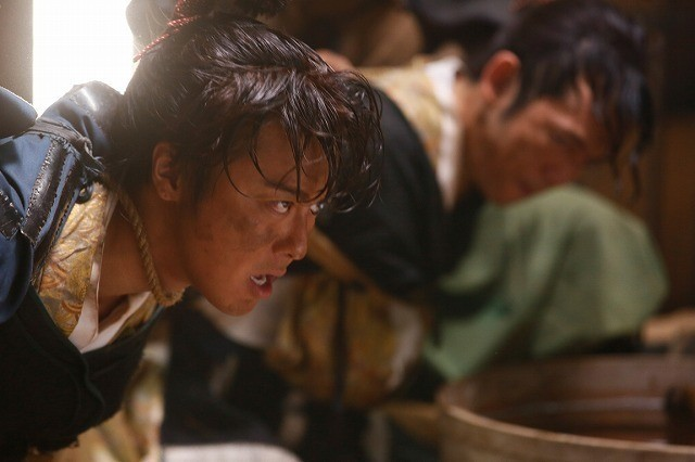 """""""ちょんまげ""""TAKAHIROの魅力満載! 命がけの嘘つき合戦描く「3人の信長」場面写真公開 - 画像4"""