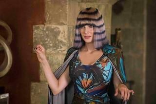 あの人気女優に3本目の腕!?「MIB」エイリアン多数登場の特別映像