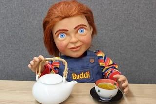 チャッキーが茶器を購入「チャイルド・プレイ」
