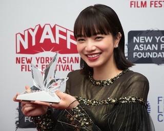 """小松菜奈、初めてのNYで""""ライジング・スター賞""""!「どんどん海外作品に挑戦したい」"""