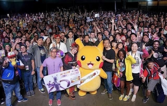 約2800人のファンと記念撮影!