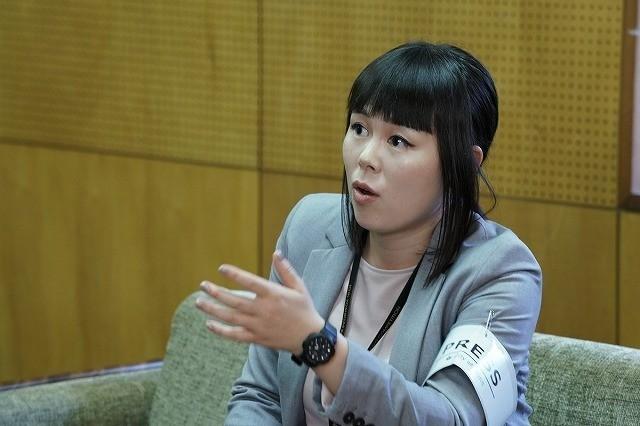 ジャーナリスト・仁科雅美役を演じる ブルゾンちえみ