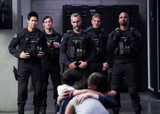 「S.W.A.T.」ジェイ・ハリントン、シェマー・ムーアらキャストは「大家族で戦友」