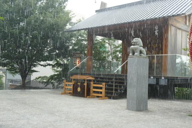 ねえ、今から晴れるよ! 呪いの人形アナベル、都心を襲ったゲリラ豪雨を止める - 画像1