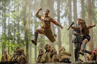 """臆病な少年の友だちは""""空想上のヒトラー"""" タイカ・ワイティティ新作、20年1月公開"""