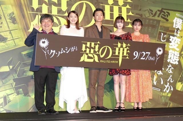 舞台挨拶に立った伊藤健太郎、玉城ティナ、 飯豊まりえら