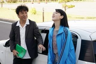 三吉彩花&ムロツヨシが美声でデュエット!「ダンスウィズミー」歌唱シーン公開