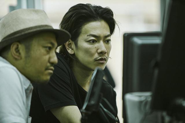 佐藤健、無精ヒゲ姿で新境地!白石和彌監督「ひとよ」撮影現場に潜入 - 画像2