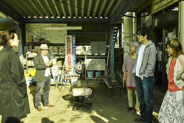 佐藤健、無精ヒゲ姿で新境地!白石和彌監督「ひとよ」撮影現場に潜入 - 画像1