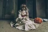 """アナベルちゃん、世界中を旅してついに…""""あの人形""""に反撃!衝撃写真を入手"""