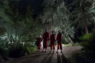 """家の外に""""わたしたち""""そっくりな人影が…「アス」恐怖の始まりとらえた本編映像"""