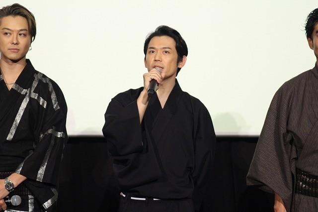 「3人の信長」撮影現場でTAKAHIROの男気さく裂 クレープ屋丸ごと差し入れ&裸にちょんまげ!?