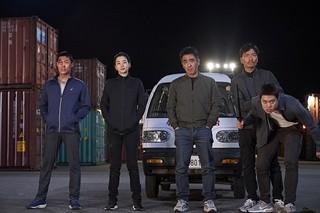 韓国歴代興行収入1位の大ヒット! フライドチキン屋に扮する麻薬捜査班を描くコメディ、1月公開