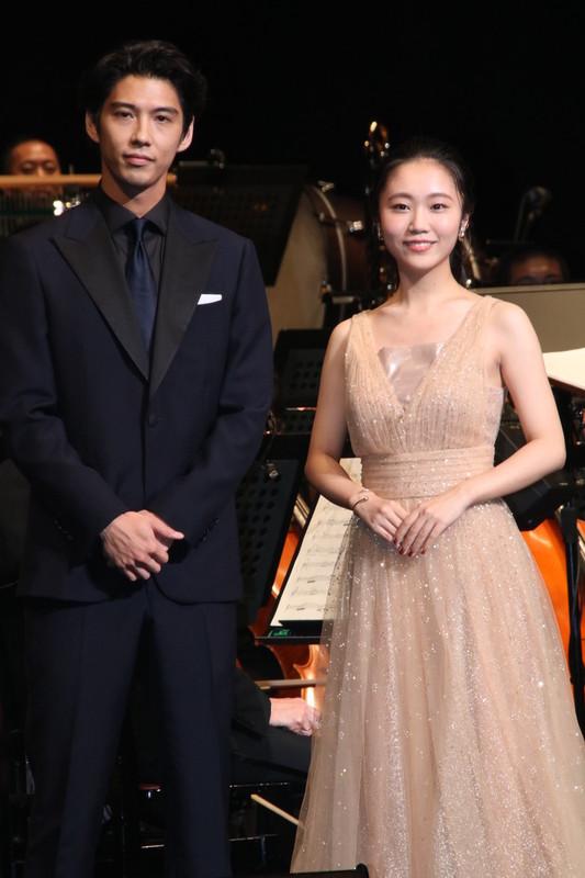 「ライオン・キング」賀来賢人&門山葉子、オーケストラをバックに熱唱!