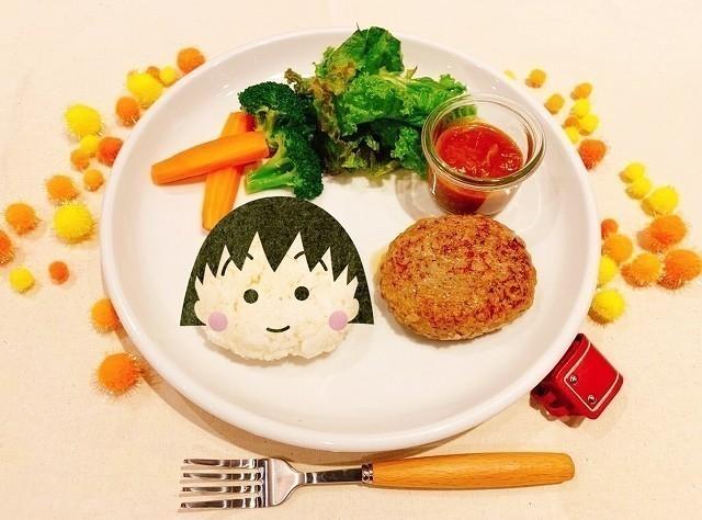 タワレコ表参道店で「ちびまる子ちゃん」コラボカフェ開催 「永沢君の玉ねぎスープパスタ」など提供 - 画像1