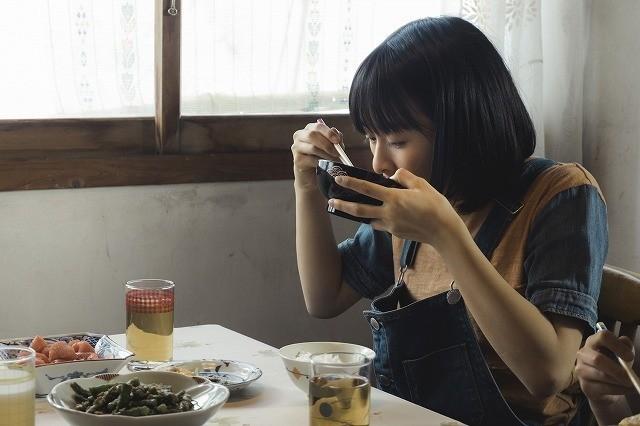 森七菜、18歳の誕生日記念! 強い輝きと存在感を放つ「最初の晩餐」場面写真披露 - 画像2