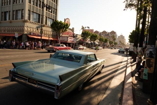 1969年が再現されたハリウッド大通り