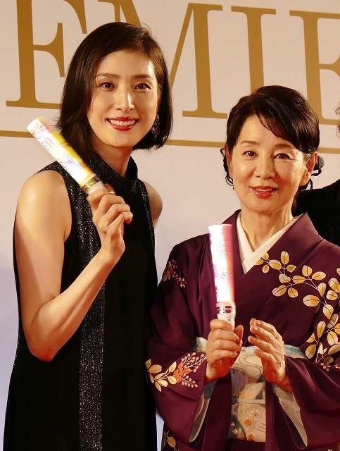 吉永小百合、天海祐希とともにレッドカーペット!「宝塚のスターになった気分」