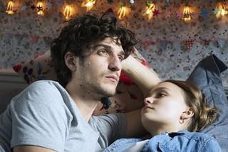 ルイ・ガレル監督&主演作、12月公開 レティシア・カスタ、リリー=ローズと描く大人の恋模様